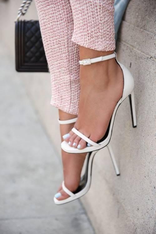 Nouveau Design Femmes Bottes Blanches Chaussures À Talons Zipper Point Pointe Sexy Dame Tg1287 Femmes Bottes Dhiver De Mariage Chaussures Noir Fourrure