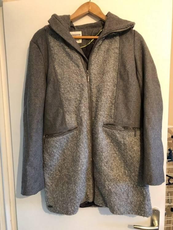 Manteaux, robes, sacs à main ou encore