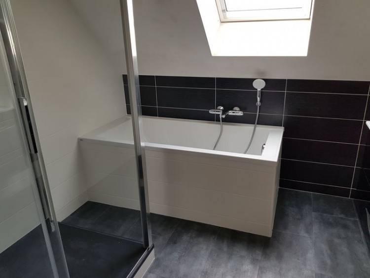 salle de bain et douche à l'italienne en béton ciré