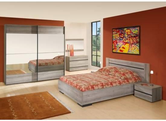 Très élégante chambre à coucher style fer forgé de haute qualité conçue  dans un style contemporain