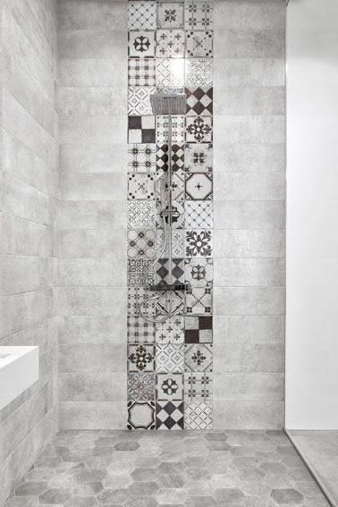 Idée décoration Salle de bain Carrelage métro et carreaux de ciment se subliment dans les salles de bains