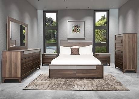 Notre chambre à coucher! Mur et lit en bois de grange teint en gris