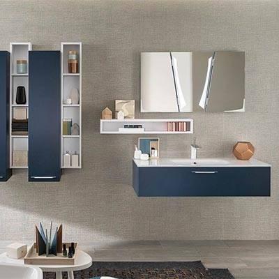 Salle de bain avec plan vasque et meuble sous vasque suspendu en bois