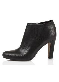 Boots noires à talons aiguilles cloutées