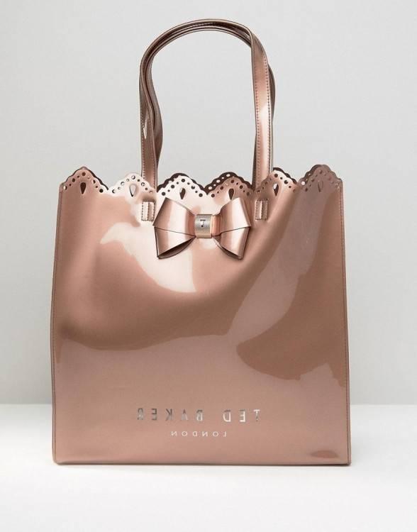 Découvrez des centaines de  styles comprenant des sacs à dos, des pochettes, des sacs porté épaule,  sans oublier