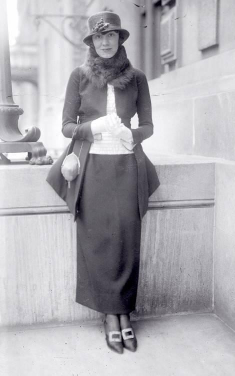 La mode, coupe de cheveux, femme porte poney, années 1920, Allemagne  Banque
