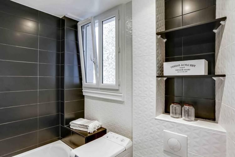 salle de bain noire baignoire blanche déco moderne 25 idées chics de salle  de bain noire pour un décor esthétique