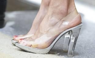 2017 chaussures de sport confortables Confortable Chaussures De Crémaillère Chaussures De Mariage À Talons Hauts Grossièrement Épouser De Grands Chantiers