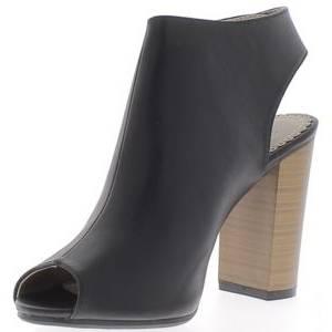 Par contre inutile d'accumuler 50 paires, il y a fort à parier que ce sont des chaussures que vous sortirez rarement donc mieux vaut privilégier un modèle