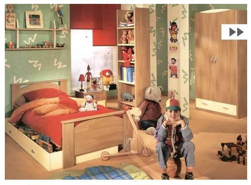 La collection se compose de lits, commodes, chevets et armoires  dans un