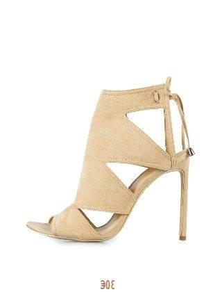 Chaussure a talon couleur camel avc un nœud devant , ouvert a l'avant,
