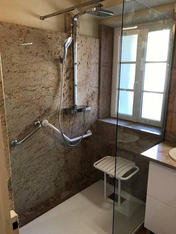 écran de verre, océania, design, céramique imitation bois, rénovation salle de bain