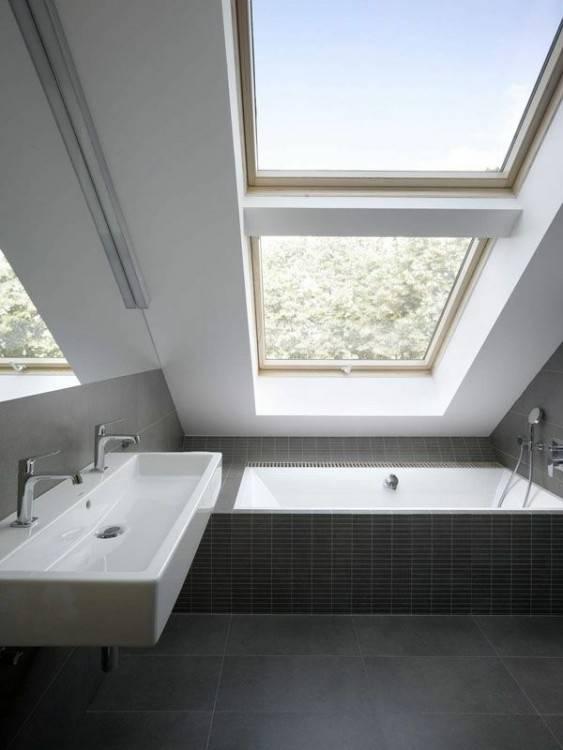 best cheap pare douche baignoire sous pente photos de salle bains moderne qui vous inspireront with pare baignoire sous pente with salle de bain sous comble