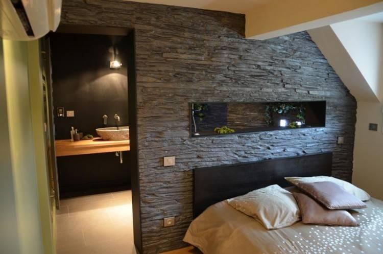 Blanc salle de bains moderne avec rendu 3d de la ville vue