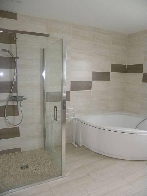 Douche L Italienne Encastrable 50 Salles De Bains Modernes Avec Et · Salle De Bain Avec Baignoire D Angle