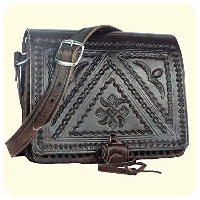 Je mets en vente un sac à main de MIKHAEL KORS de couleur marron avec porte  feuille