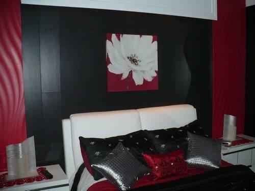 Tête de lit en Frêne et banc de lit laqué rouge