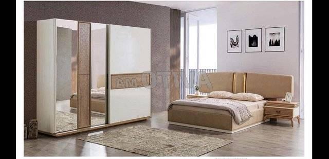 Une belle appartement bien meublé avec chambre à coucher sallon cuisine  chambre d'enfant et sejour , le tout est bien meublé cette appartement se  situe à