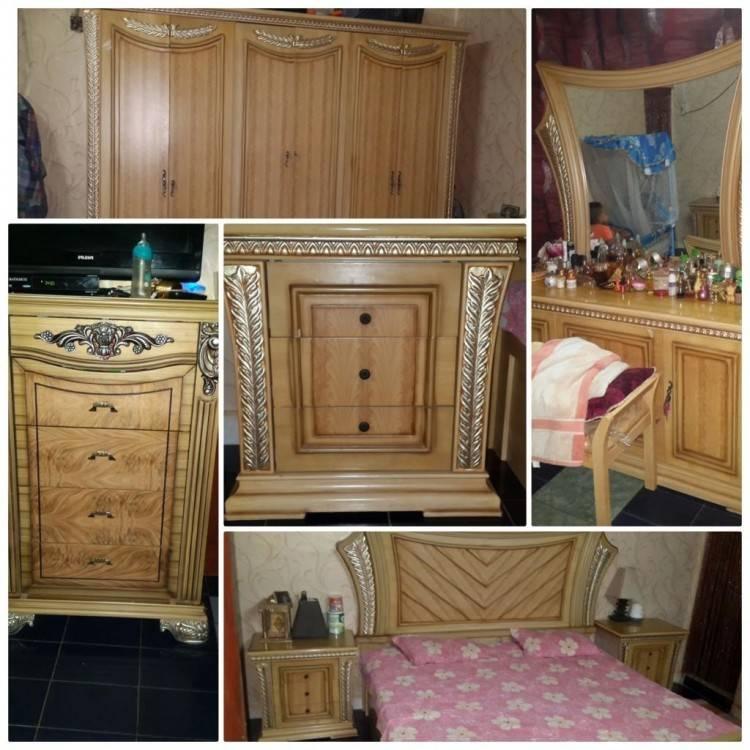 Je met en vente une chambre à coucher composé dun lit de 2 places et une coiffuse et 2tables de nuit et un armoire de 4 ports veillez me contacter pour plus
