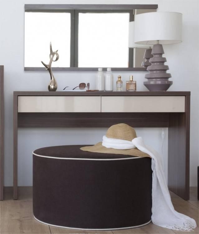 Charmant Chambre Avec Coiffeuse A Propos de Coiffeuse Dans L'intérieur De  Luxe De Chambre À Coucher