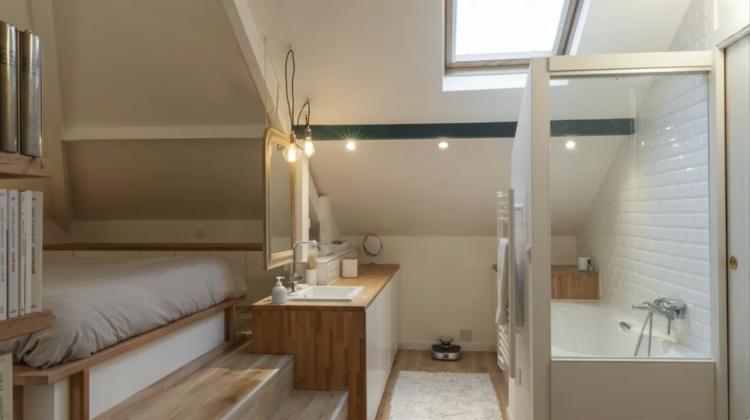 La salle de bains sous les combles – 26 bonnes idées utiles