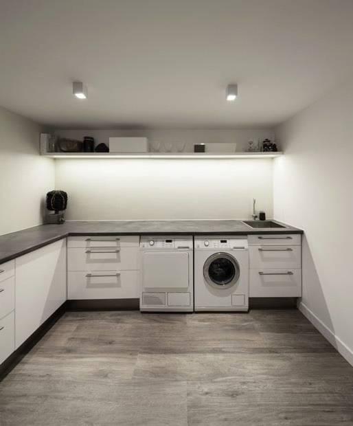 Désigné pour être utilisé avec la machine à laver, ce meuble salle de bain  en bois massif a des conceptions pratiques et utiles