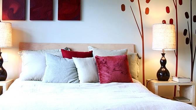 Petite chambre à coucher avec balcon