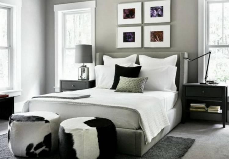 mur d accent en pierres avec cheminée intégrée, amenagemenc combles, chambre  à coucher romantique, lit en bois, linge de lit en blanc et rouge, tapis  beige,
