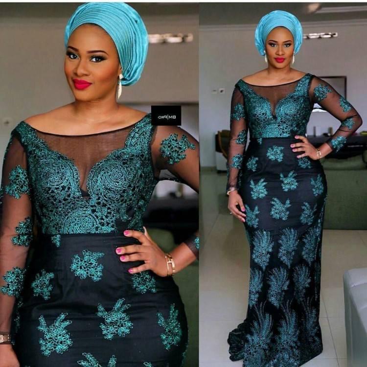 Envelopper la mode Afro, Ankara, Kente, kitenge, robes de femmes africaines avec des bijoux ethnique