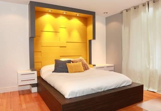 Assorti, yellow+blue, rideaux, à, couronne, tentures, et, lit, couverture, dans, jaune, chambre à coucher, à, bleu, moquette, et, velours, stool &#10