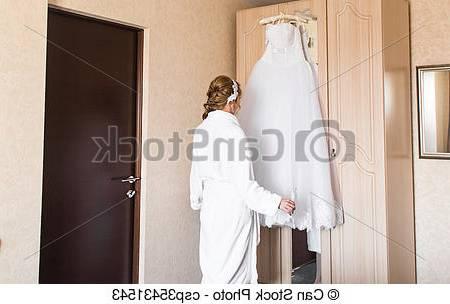 Un cadre rustique est assez charmant pour une chambre de nouveaux mariés