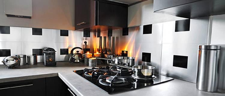 Une cuisine qui interprète la modernité, en alliant l'élégance de matériaux  innovants à la technologie de la porte avec cadre en aluminium
