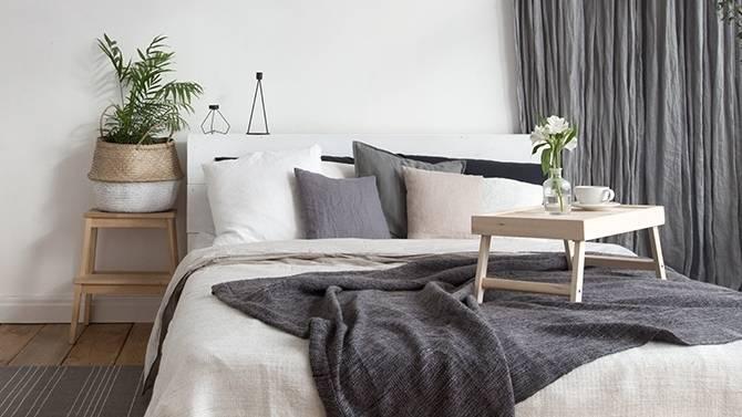 Chambre à coucher complète en chêne massif Français