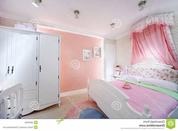 vous ne jurez que par les couleurs pastel, le rose en tête ! C'est bien  simple, vous ne vous lassez jamais des inspirations chambre à coucher,  cuisine,