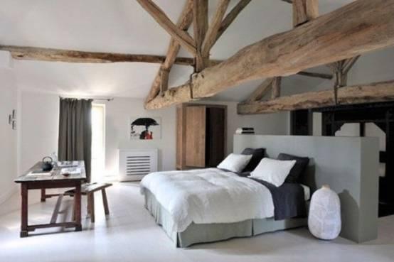 Intérieur Noir Et Blanc Chambre à Coucher En Bois Avec Un Plancher En Bois, De Grandes Fenêtres, Un Lit Double Et Un Coin Bureau à La Maison Avec Un