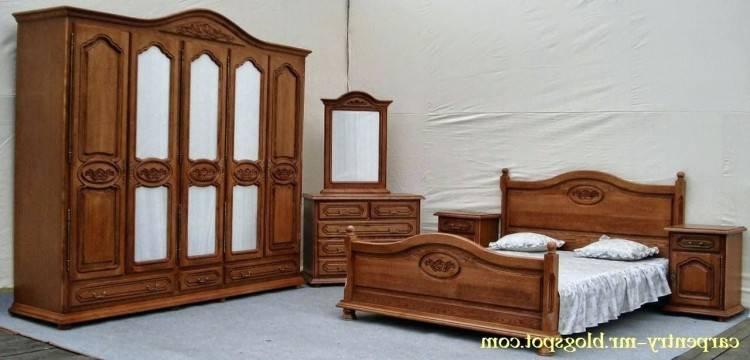 Chambre à coucher bois rouge
