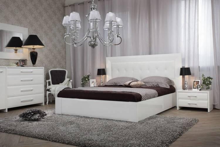 Vous serez sous le charme de la ravissante Chambre à coucher blanc laqué moderne QUEEN ! Pièces italiennes exceptionnelles ! Basculez dans un univers chic