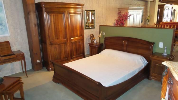 Une chambre à coucher en chêne massif style rustique 25159528