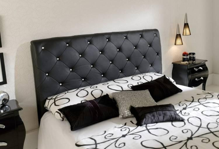 chambre adulte avec lit capitonné en PU gris