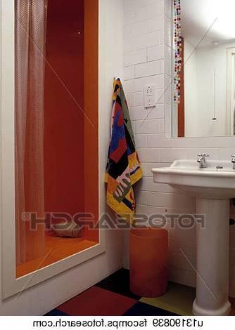 Salle de bain colorée – 55 idées sur les meubles, le carrelage et la  peinture murale
