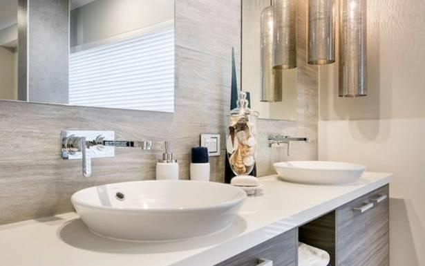 Les salles de bain sont des pièces importantes dans la maison mais avec le temps et les tendances, elles peuvent vite devenir insalubres ou dépassées au