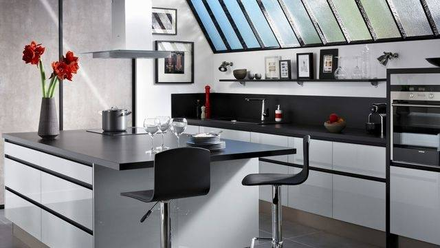 Cuisine contemporaine îlot Graphik aluminium