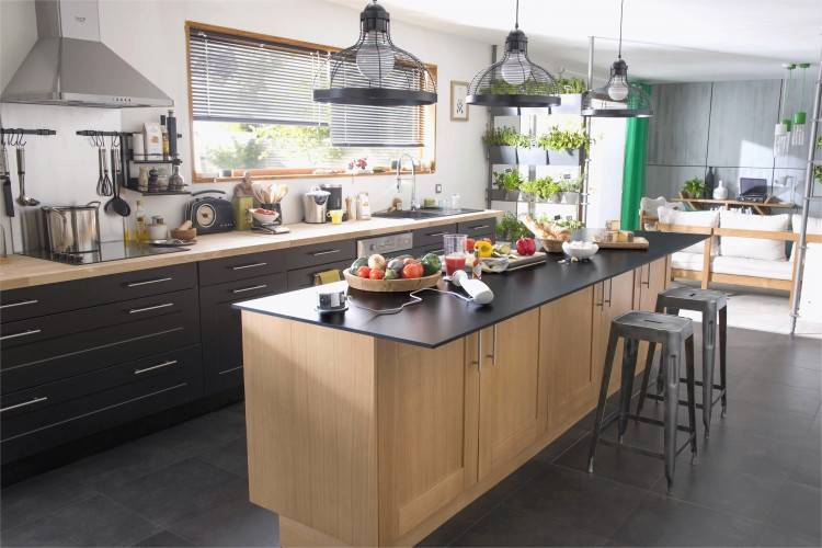Idée deco pour une cuisine noire avec les modèles de cuisine Ikea