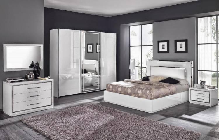Votre majesté, passez des nuits féeriques dans la divine Chambre à coucher blanc laqué moderne ROYALE ! Vous serez envoûté par son style baroque très chic
