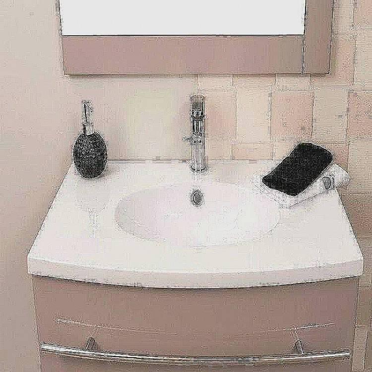 La discrétion d'une petite baignoire d'angle