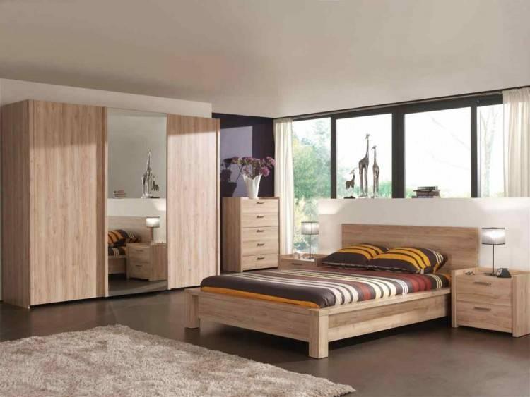 Chambre à coucher en bois rouge