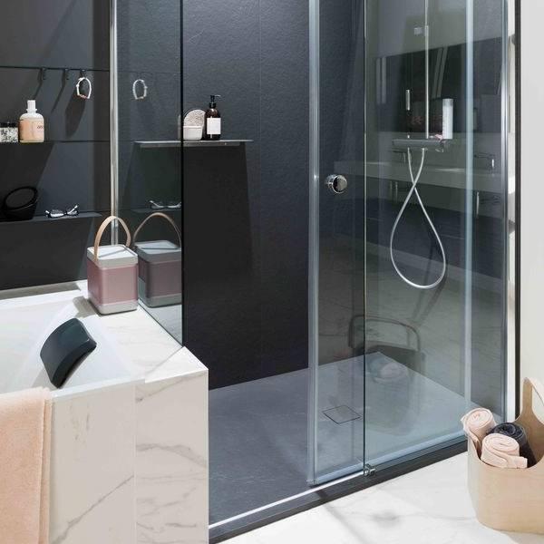 Douche classique avec receveur de  douche blanc et carré