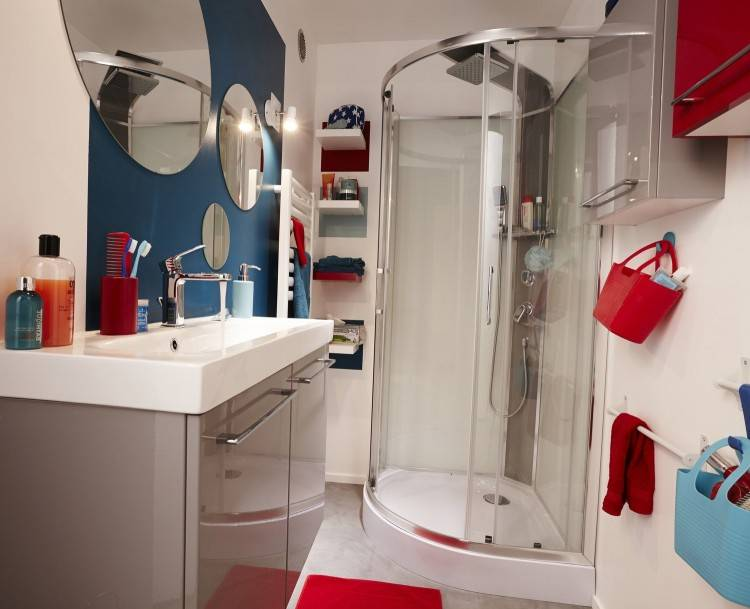 douce / chambre blanche et boisée / tête de lit et plafonnier cuisine industrielle / cuisine noire et blanche / cuisine chic et contemporaine / cuisine