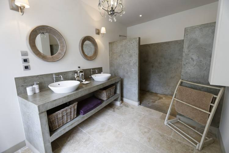 Salle de bain effet beton, salle de bain moderne design, salon prune et gris