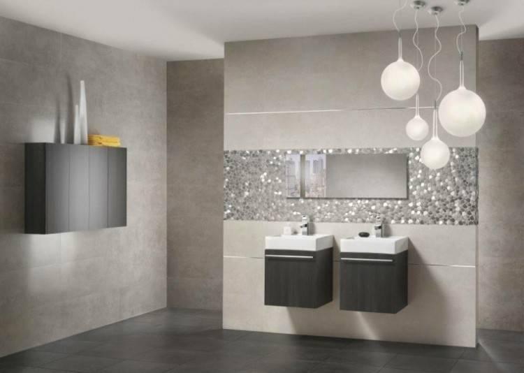 petite salle de bain moderne sous combles peinture noire papier peint marbre Petite salle de bain moderne en 70 idées exclusives témoignant de sa